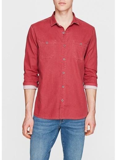 Mavi Gömlek Kırmızı